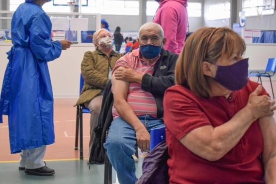 Vacunación a adultos mayores de 73 años.