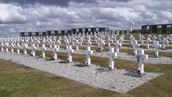 Nuevo plan para identificar tumbas argentinas por la Guerra de Malvinas