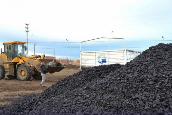 Cientos de familias de la ciudad dependen de la distribución del carbón