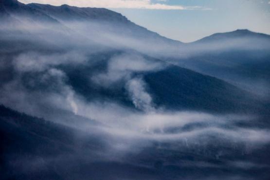 Chubut sigue abocado al fuego de los incendios en la Cordillera