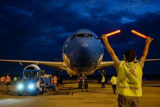 Partió otro vuelo de Aerolíneas Argentinas a Moscú para traer más vacunas
