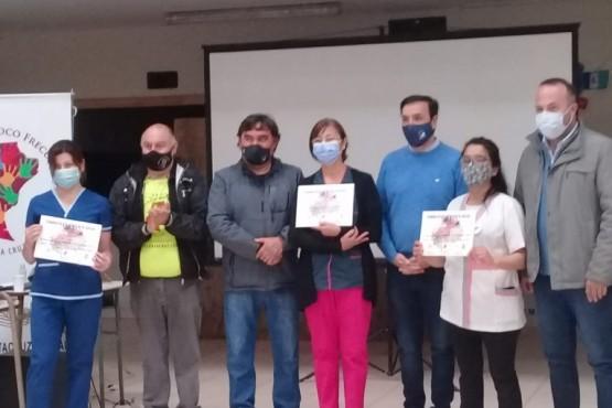 Adolfo junto autoridades municipales y del Hospital Regional