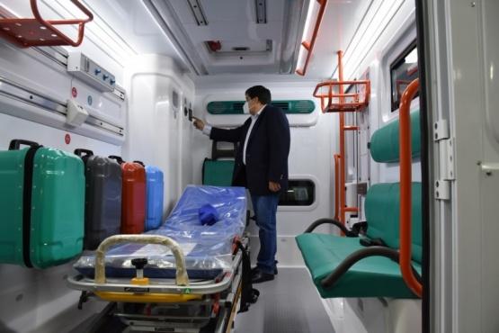 Gobierno recibió la donación de una ambulancia para Gobernador Gregores