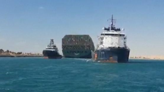 Liberaron el Canal de Suez y se reanuda el tráfico