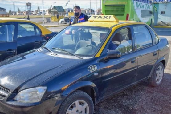 taxistas autoconvocados piden al Ministerio de Salud que puedan empezar a ser vacunados.