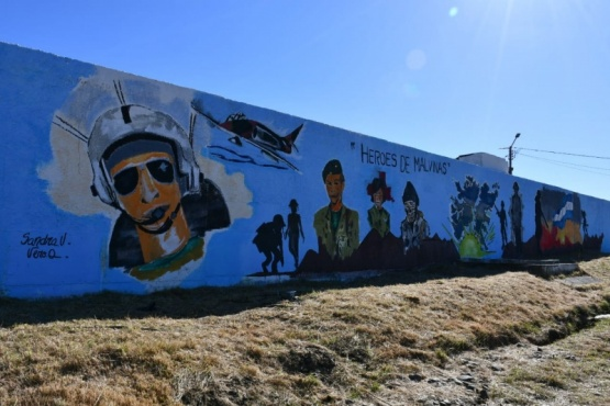 Mural en honor a los héroes de Malvinas en 28 de Noviembre