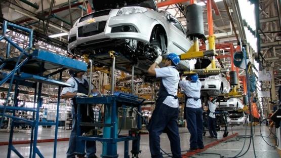 La producción de autos creció 110% interanual en marzo