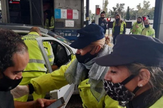 Evangelina dio a luz en el peaje de Autopista del Oeste con ayuda de dos policías