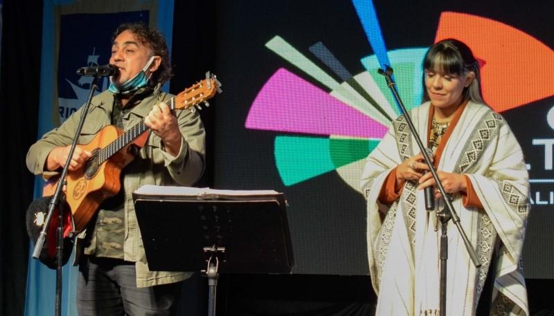 Se realizó el festival Homenaje, Canto y Danza Malvinas en Río Gallegos