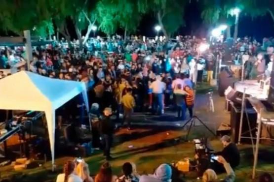 El intendente de Santa Elena organizó una fiesta para 3.000 personas