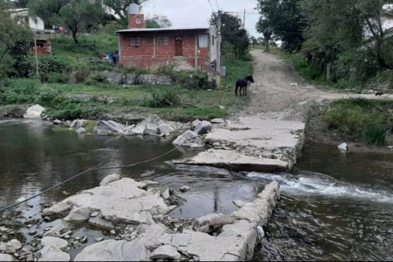 Con pecho cerrado por el coronavirus tuvo que cruzar un río para que la ambulancia pudiera atenderlo