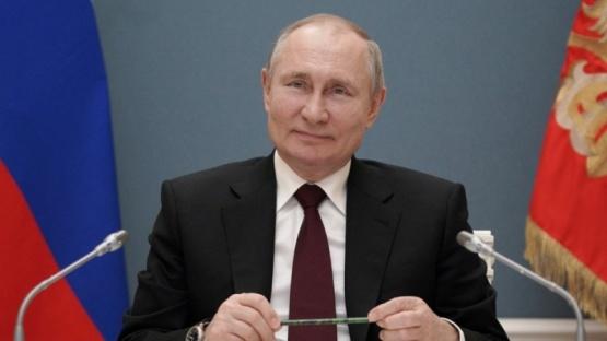 Putin firmó la ley que le permite optar por otros dos mandatos en Rusia