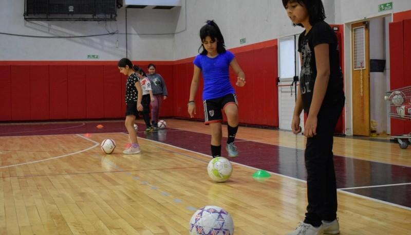 El Fútbol Femenino ya es un clásico en el Gimnasio Juan Bautista Rocha de Río Gallegos