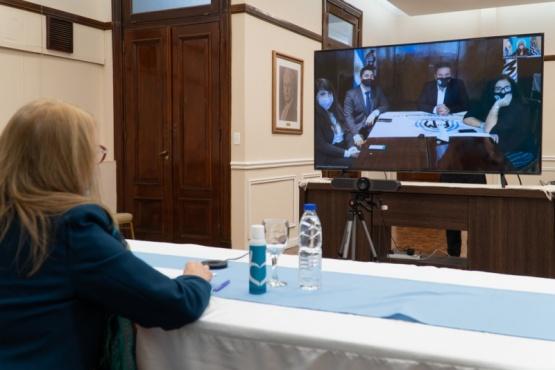 Alicia participó de la reunión con Fabricaciones Militares.