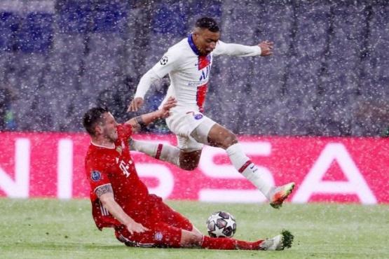 Bajo la nieve: PSG derrotó al Bayer Münich en Alemania