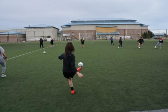 Las futbolistas santacruceñas se preparan para los Juegos de la Araucanía