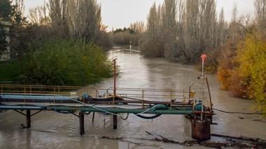 Por la turbiedad del río Chubut se corta la potabilización de agua en el Valle