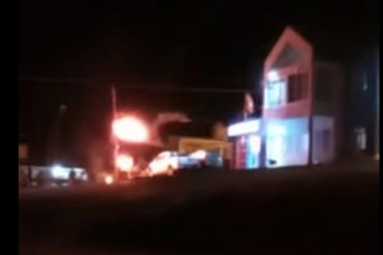 Vecinos de Caleta Olivia atacan la Comisaría Quinta por la muerte del joven