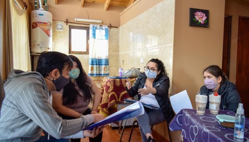 El Intendente de Río Gallegos visitó a vecinas del Barrio Bicentenario 3
