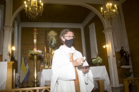 El Obispo en la misa celebrada ayer en la Catedral. (Foto:C.G)