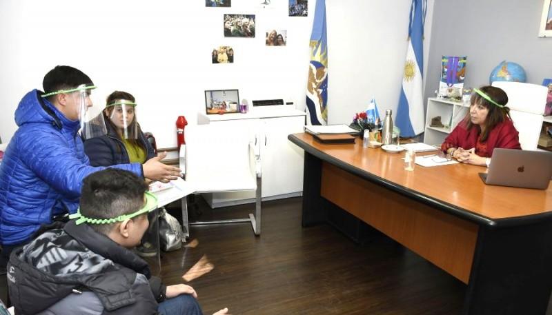 """""""Chachi"""" Velázquez, presidenta del CPE, con los integrantes de la Coordinación de Inserción Laboral."""