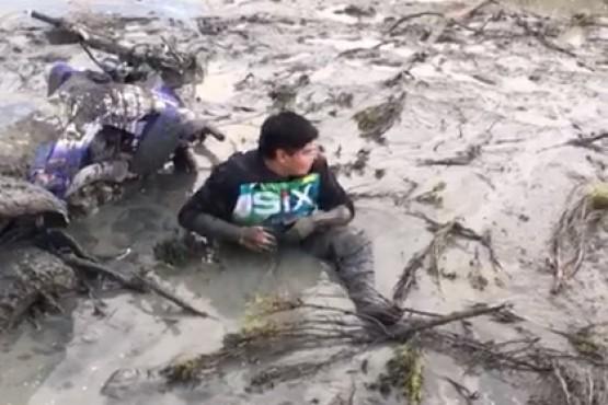 Un joven que se encajó en la Ría de Gallegos fue rescatado por bomberos