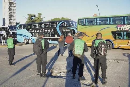 Transportistas bloquearon terminales en diversas capitales provinciales en protesta contra las restricciones