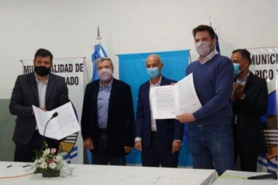 Firma de convenios con las localidades de Pico Truncado y Caleta Olivia