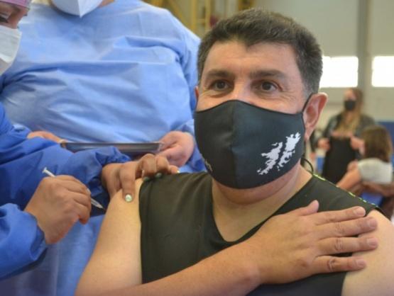 Se vacunó el veterano de Malvinas Andrés Fernández Cabral