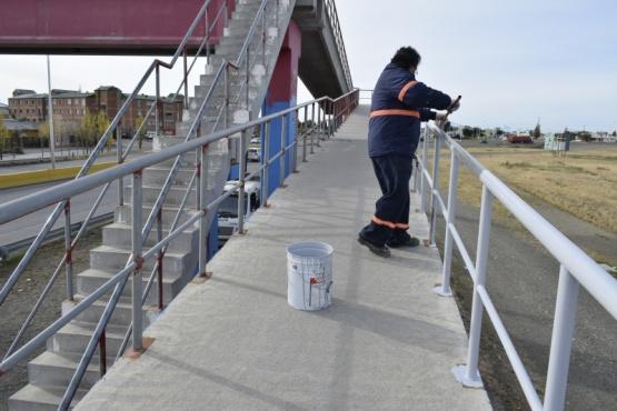 Municipio de Río Gallegos inició pintado de puentes de Autovía
