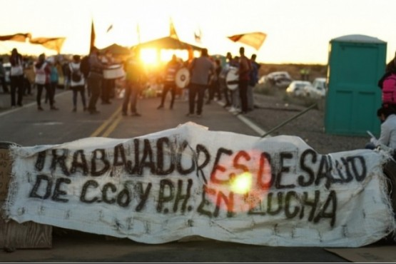 Por los piquetes de trabajadores de la salud, hay faltante de combustibles en Neuquén