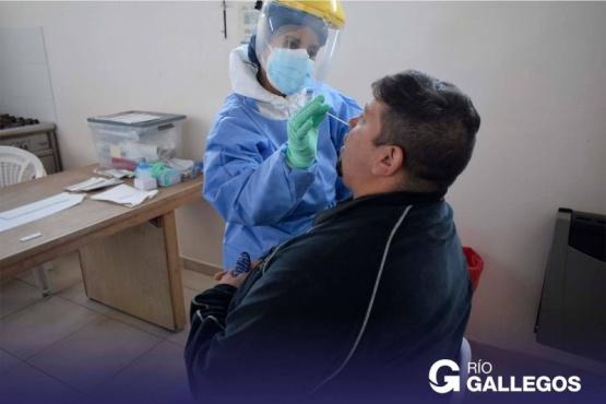Continúan con los hisopados voluntarios para municipales de Río Gallegos