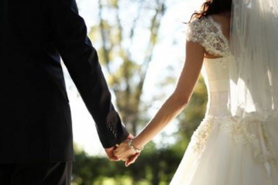 Un hombre se casó cuatro veces con la misma mujer para conseguir licencia paga