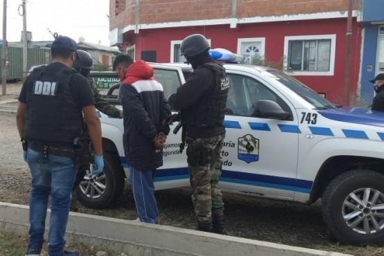 Joven de 24 años tenía pedido de captura por homicidio y fue detenido en Puerto Deseado