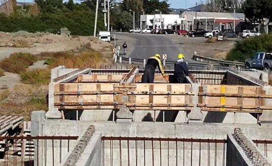 Retomaron los trabajos en el puente de Caleta Córdova