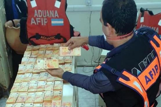 Tráfico ilegal de dinero: incautaron $14 millones ocultos en un camión en Formosa