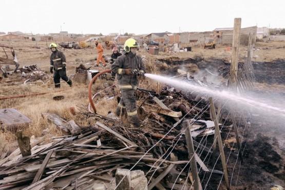 Bomberos sofocaron el fuego. (Foto: C.G.)