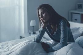 """Las mujeres que se despiertan de noche """"son más propensas"""" a sufrir derrames cerebrales"""
