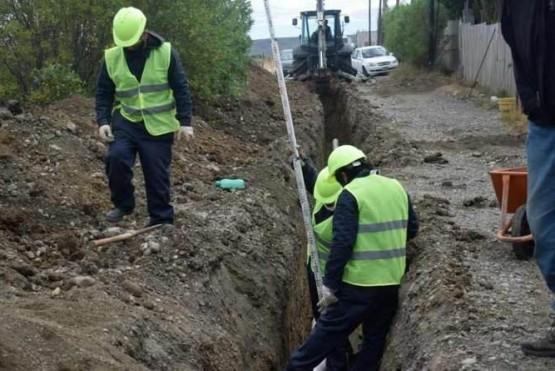 La obra sufrió un recorte de calles en las que se instalarán cloacas.