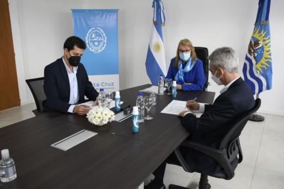 La Gobernadora junto a los Ministros, De pedro y Meoni.