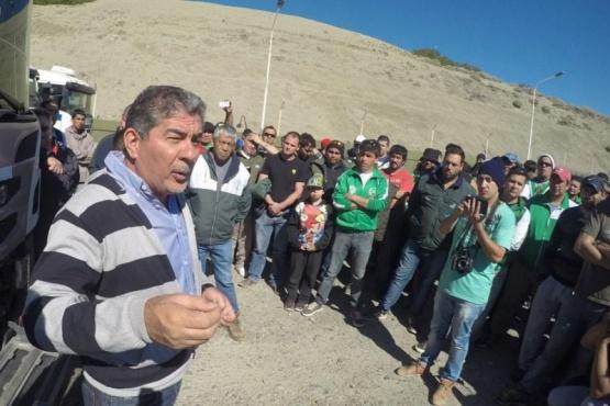 Camioneros paralizan los yacimientos y la playa de tanques de Comodoro Rivadavia