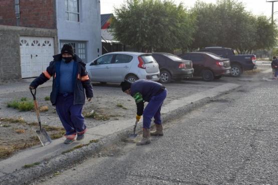 Operativo de limpieza urbana sobre Calle Gotti de Río Gallegos
