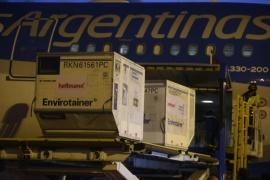 Coronavirus: arribó a las 18.17 horas el vuelo de Aerolíneas Argentinas con 384 mil vacunas Sinopham