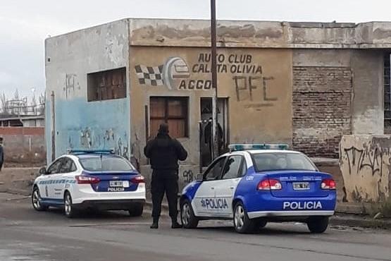 La policía en el lugar del hecho (El Caletense).