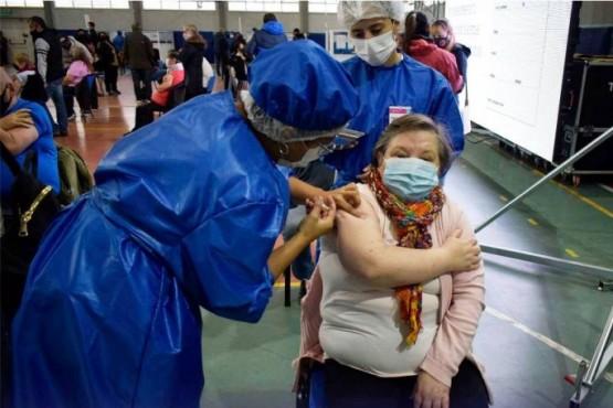Vacunarán a personas mayores a 50 años con enfermedades graves en Santa Cruz