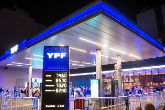 Pablo González presente en la inauguración de la nueva YPF: la estación de servicio del