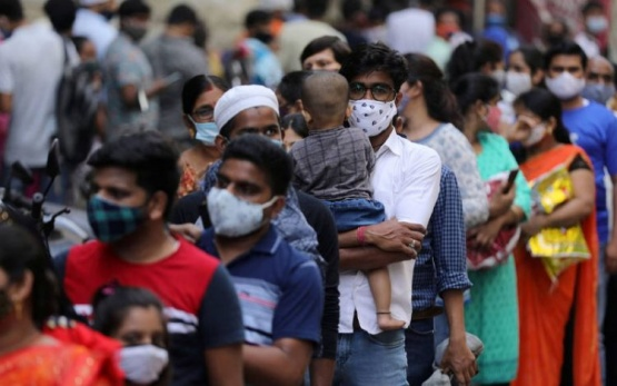 """Coronavirus: cómo es la nueva cepa """"doble mutante"""" de India que preocupa a los especialistas"""