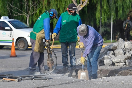 El Municipio realizó tareas de conservación vial y limpieza en espacios públicos