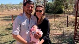 """""""Nuestra pequeña gran guerrera"""", los padres de Emmita celebraron su primer año"""