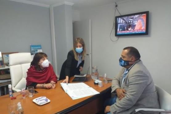 El Gobierno firmó un convenio de reciprocidad con el municipio de Los Antiguos
